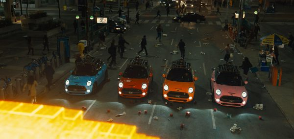 MINI Cooper S salveaza omenirea in PIXELS