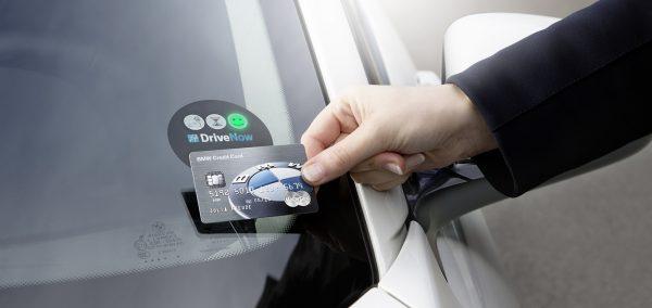 BMW Group prezinta primul card de credit – cheie de masina